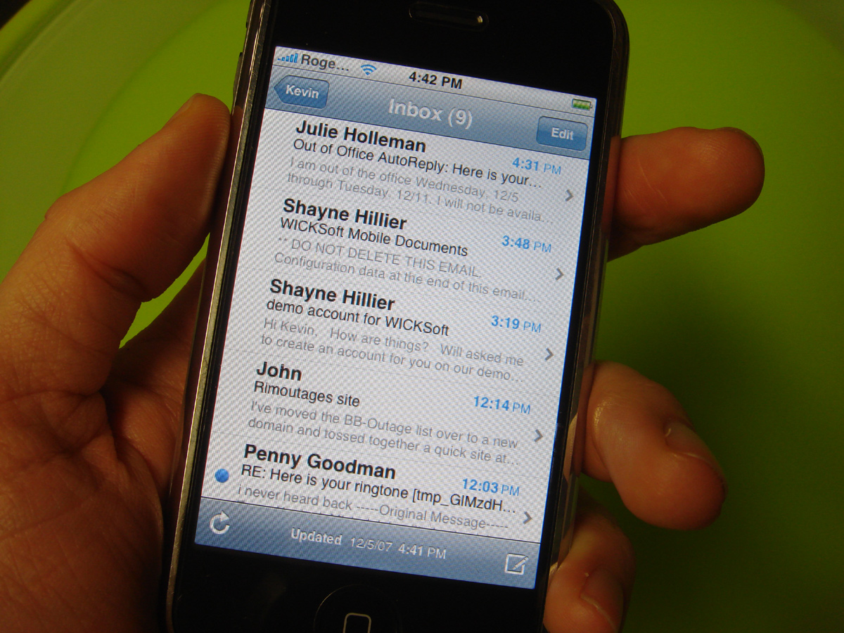 how to delete emails in gmail on iphone